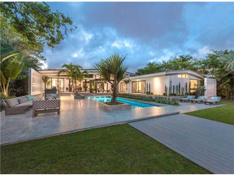 3 jaw dropping oceanfront homes for sale in miami beach for Homes for sales in miami